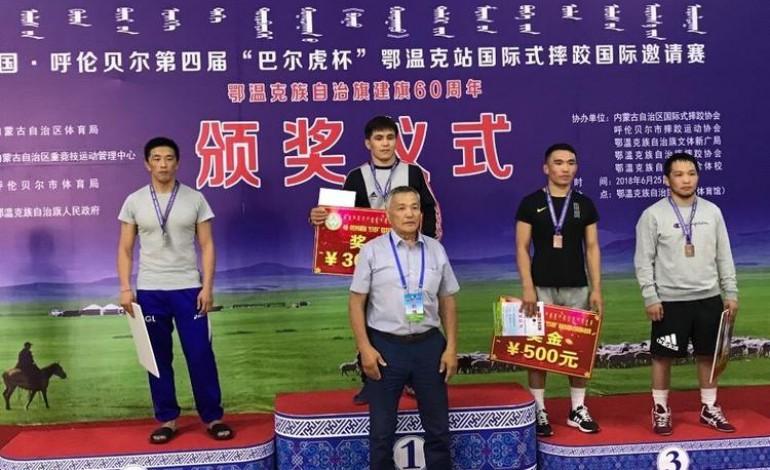 Чөлөөтийн эрчүүд Хөлөнбуйрын дэвжээнээс есөн медаль хүртлээ