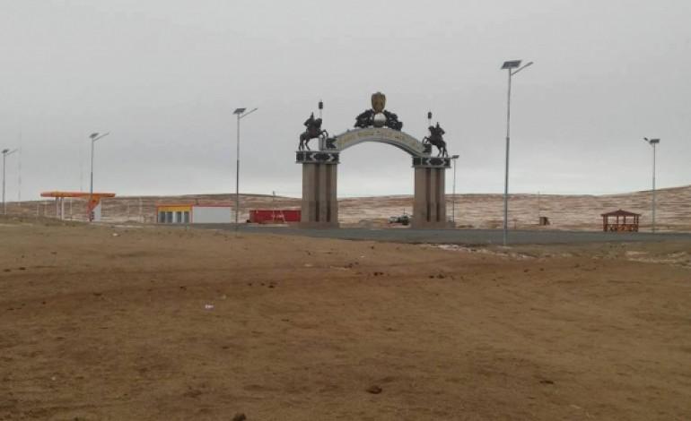 """Чингис хаан хаалганы дэргэдэх  газрын зөвшөөрлийг өмнөх удирдлагууд 2016 оны 07 сарын 8-ний өдөр """"Ихэр наран""""  ХХК-д олгожээ."""