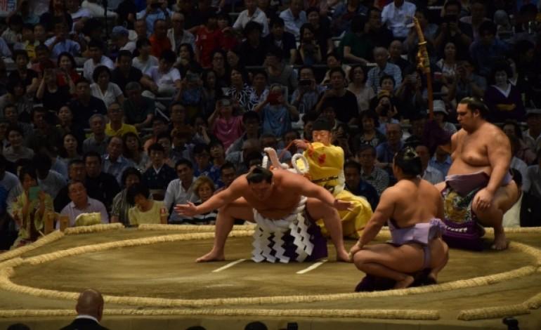 Мэргэжлийн сүмогийн Нагоя башё эхэллээ