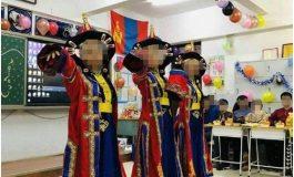 Монгол улсын төрийн далбааг сургуулийн танхимд байрлуулсан нь асуудал дэгдээв